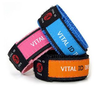CLOSED: Staying Safe at Disney with Vital ID Bands (+Giveaway)