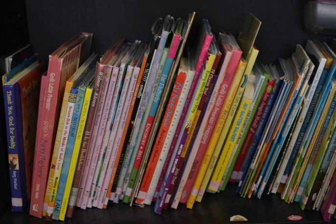 How to organize a child's growing library- MommySnippets.com #affiliate (5)
