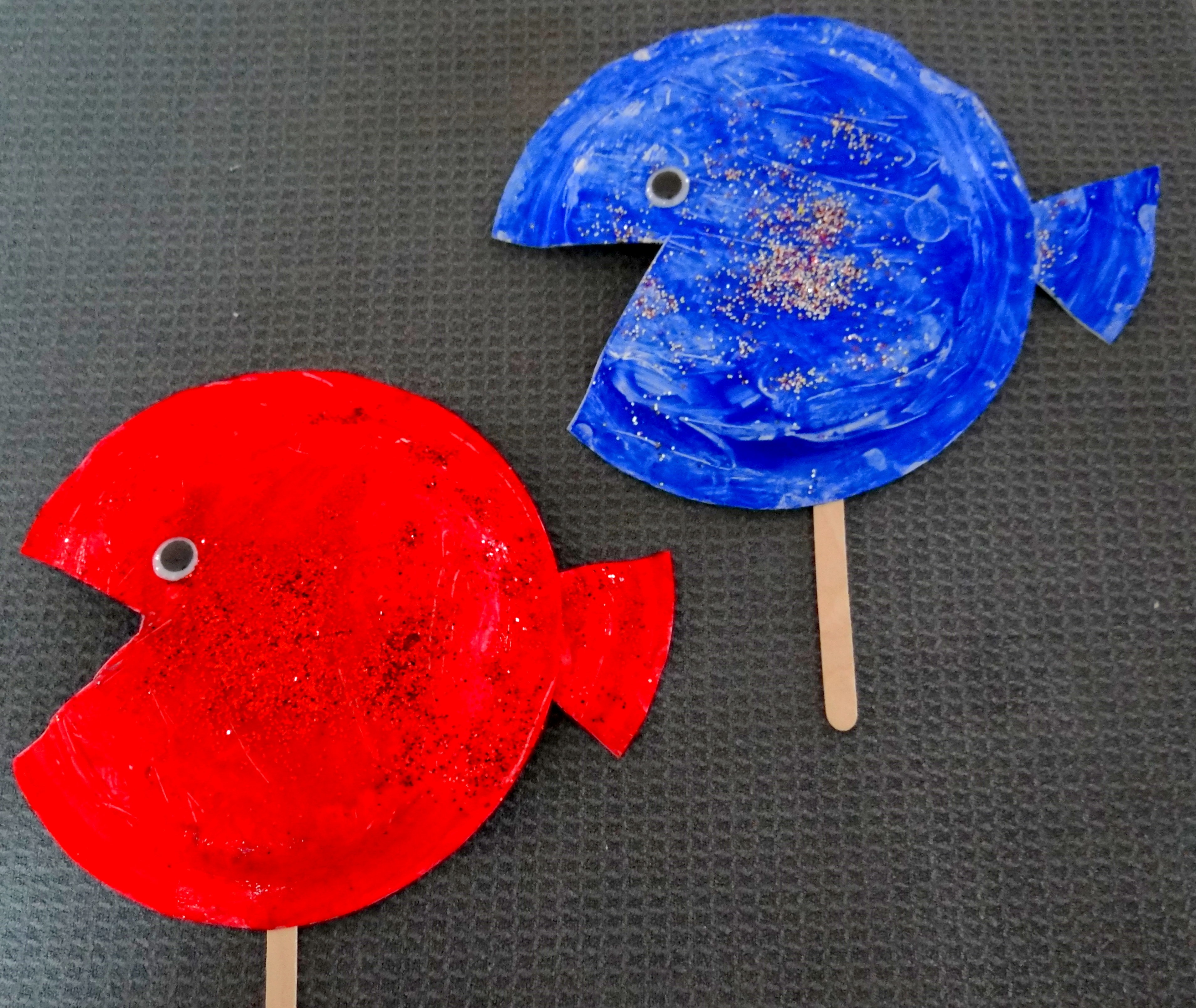 Red Fish Blue Fish {An easy Dr Seuss themed paper plate ...