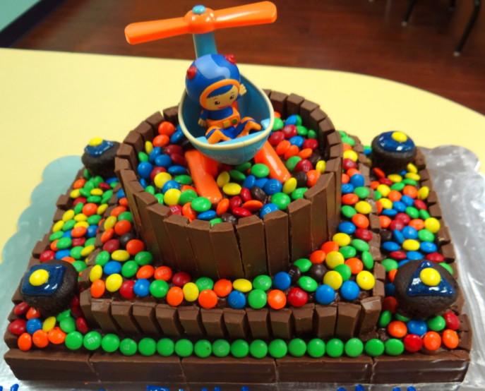 Easy way to make a Team Umizoomi cake