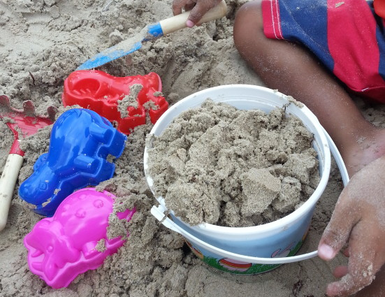 15 Fun and Free Beach Activities for Kids- Mommy Snippets (2)