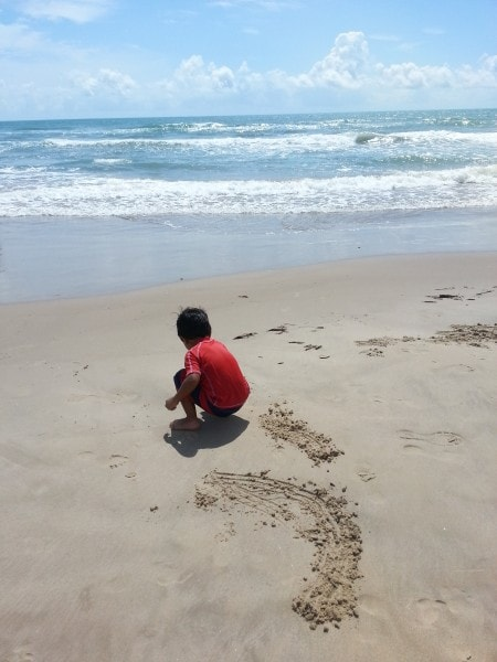 15 Fun and Free Beach Activities for Kids- Mommy Snippets (7)