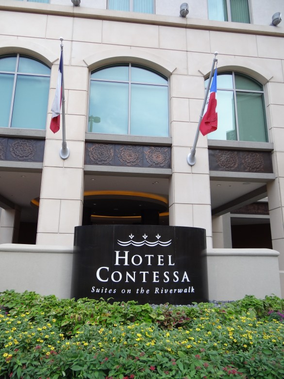 Hotel Contessa... Luxury Suites on the Riverwalk (19)