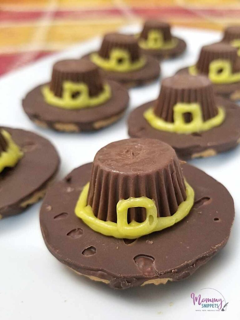 Need Easy Thanksgiving Cookies? Try These Pilgrim Hat Cookies!