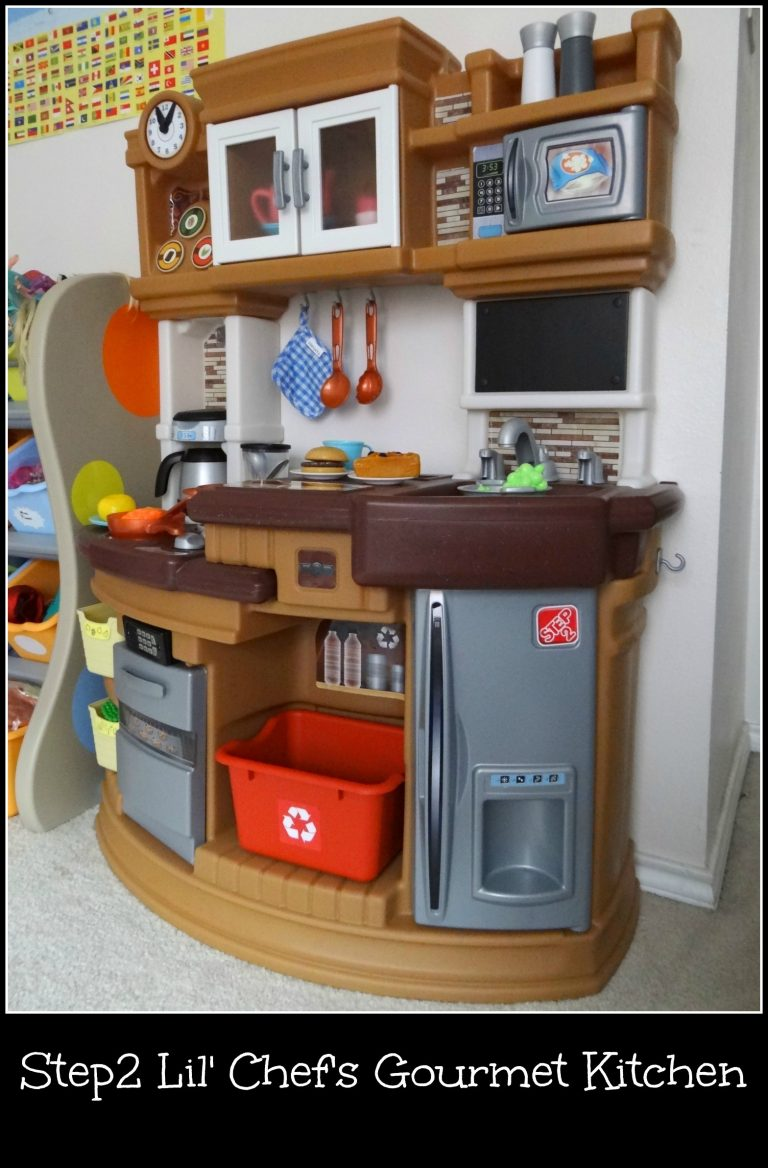 A Step2 Lil' Chef's Gourmet Kitchen for Christmas? {+ A Kitchen Giveaway!!}
