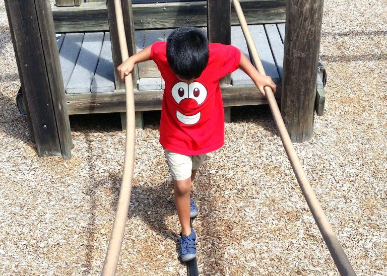 5 ways to make a road trip easy on kids. (+ Printable Road Trip Essentials Checklist)