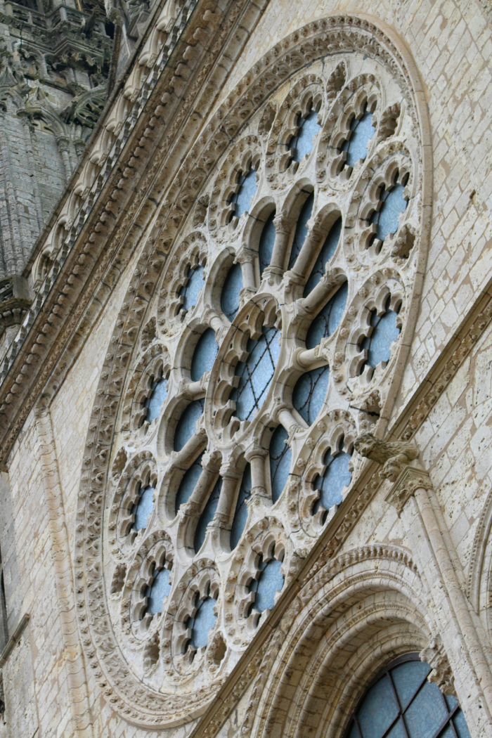 chartres-stained-glass-windows