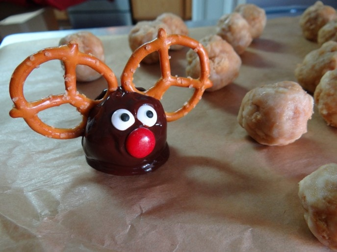 Rudolph The Red Nosed Reindeer Oreo Cookie Balls Recipe
