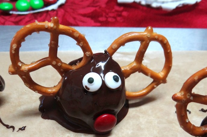 Rudolph the Red Nosed Reindeer OREO Cookie Balls Recipe {+ #OREOCookieBalls Hacks with Mommy Snippets} (31)