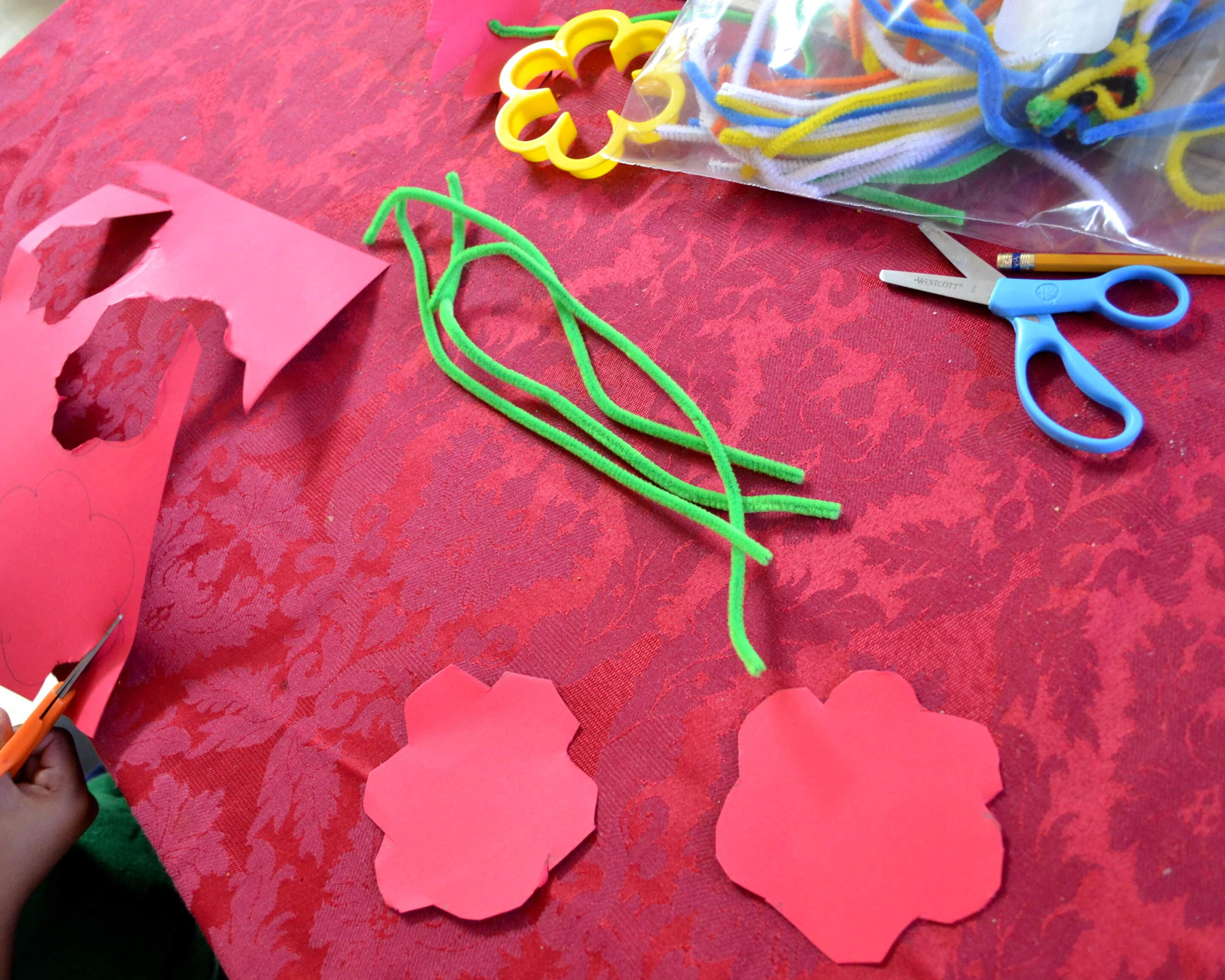 Easy DIY Pipe Cleaner Flower Craft for Kids - Mommy Snippets (2)