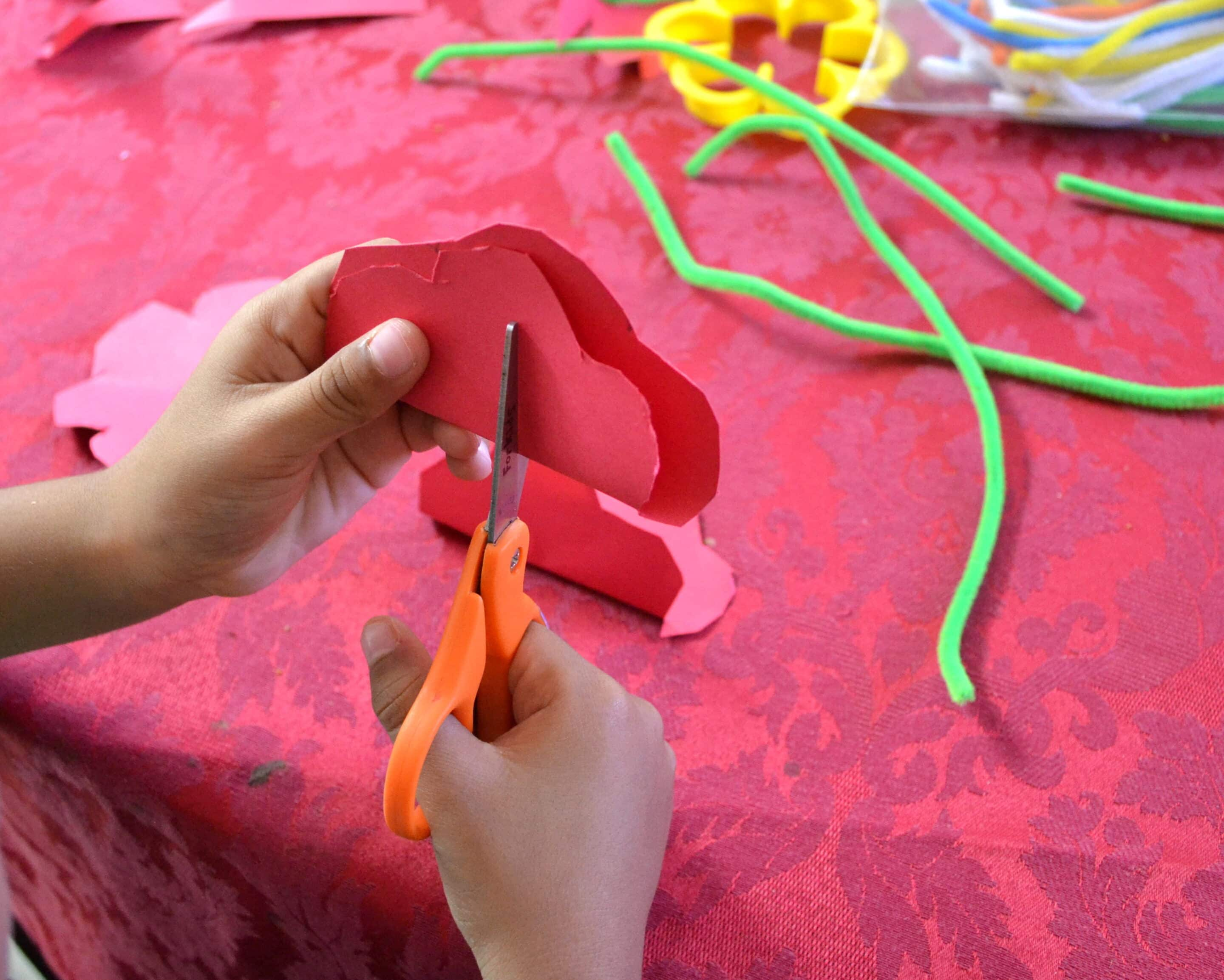 Easy DIY Pipe Cleaner Flower Craft for Kids - Mommy Snippets (3)