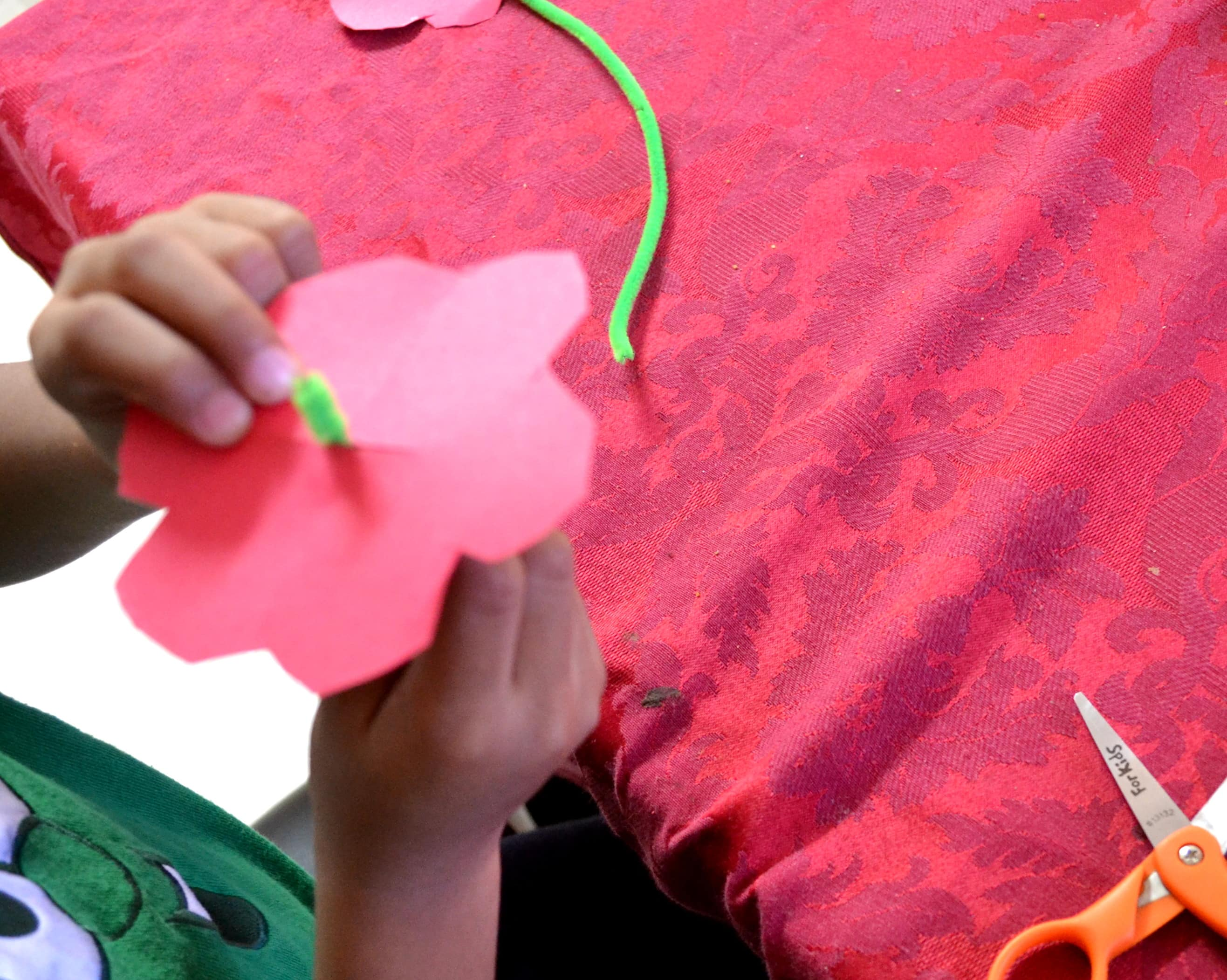 Easy DIY Pipe Cleaner Flower Craft for Kids - Mommy Snippets (4)