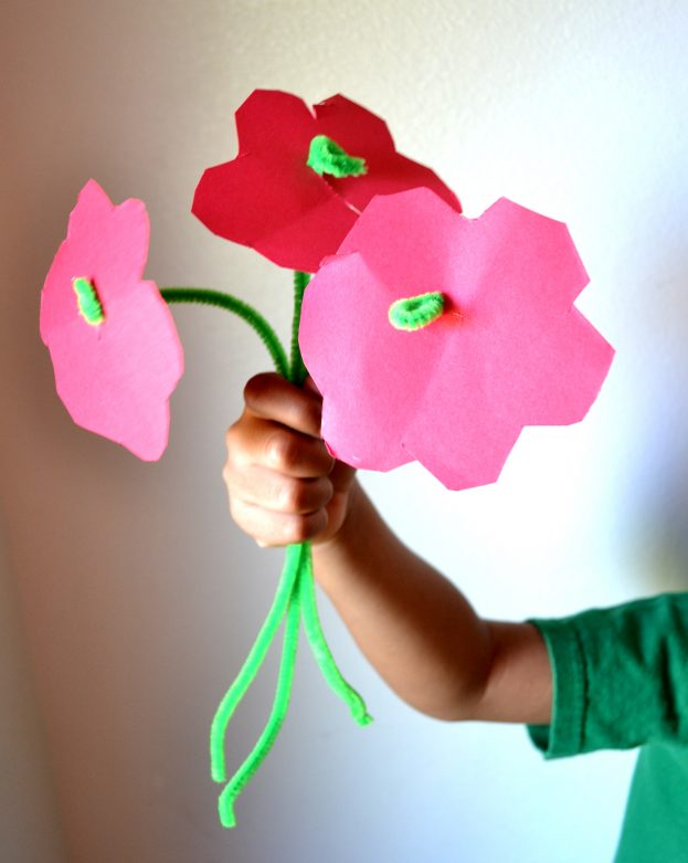 Easy DIY Pipe Cleaner Flower Craft for Kids - Mommy Snippets (6)