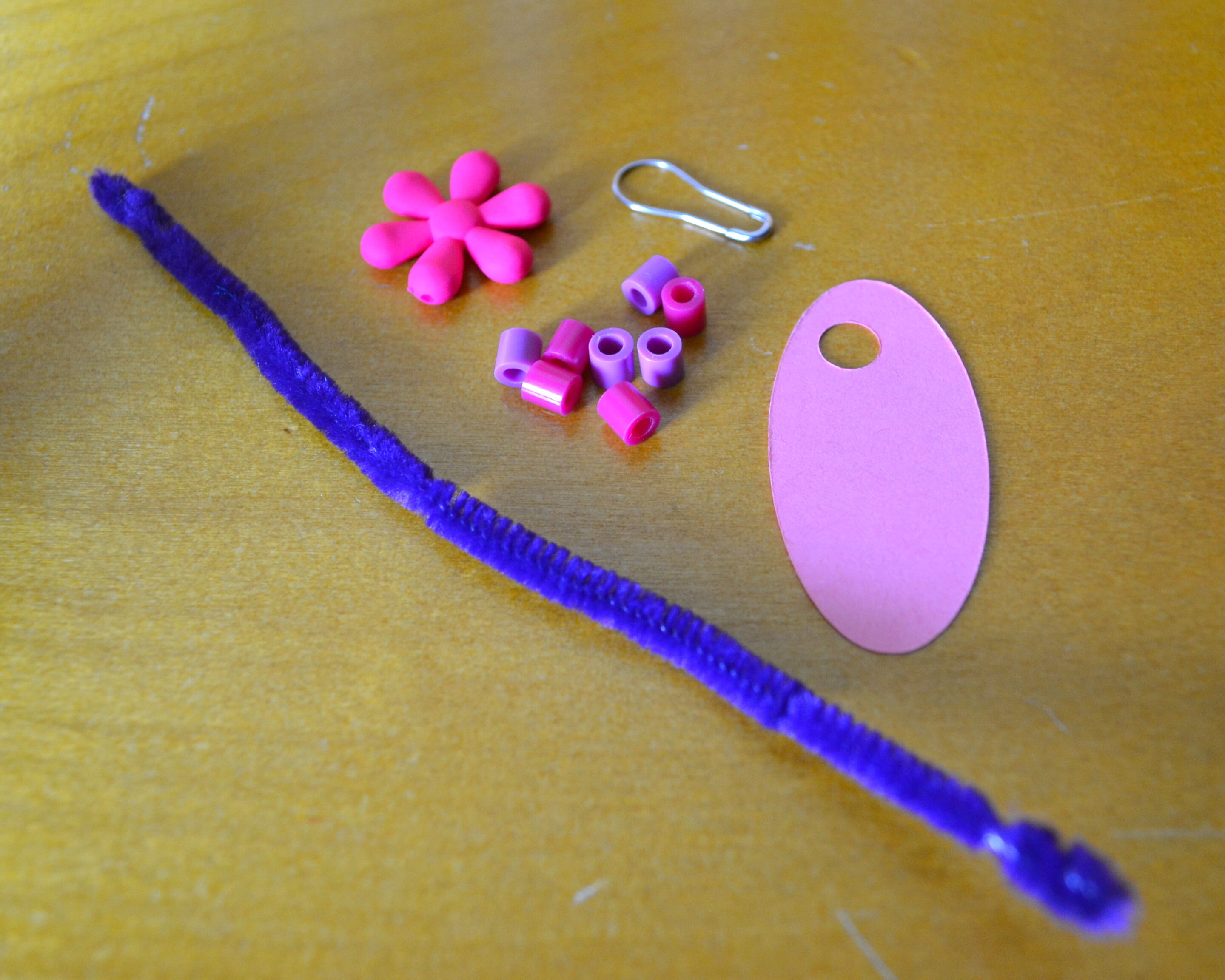 Easy DIY Girl Scouts SWAPS Idea & Tutorial - MommySnippets (8)