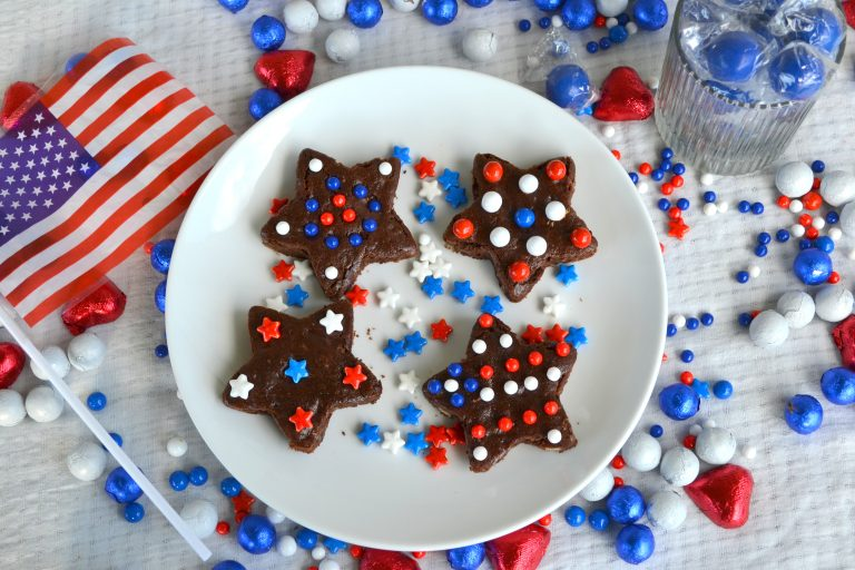 Easy Peasy 4th of July Brownies (+ Printable 4th of July Word Puzzle for Kids)