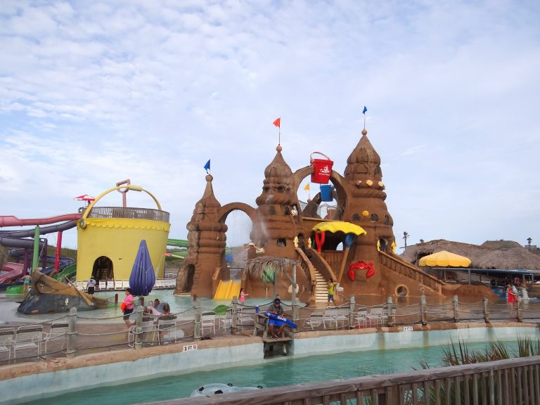 Schlitterbahn South Padre with Young Kids {+ 5 Tips} #BahnLove
