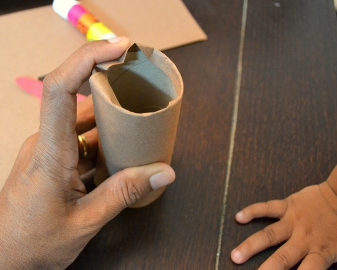 Thankful Turkey Toilet Paper Roll Craft with MommySnippets.com #BringingInnovation [ad] (20)