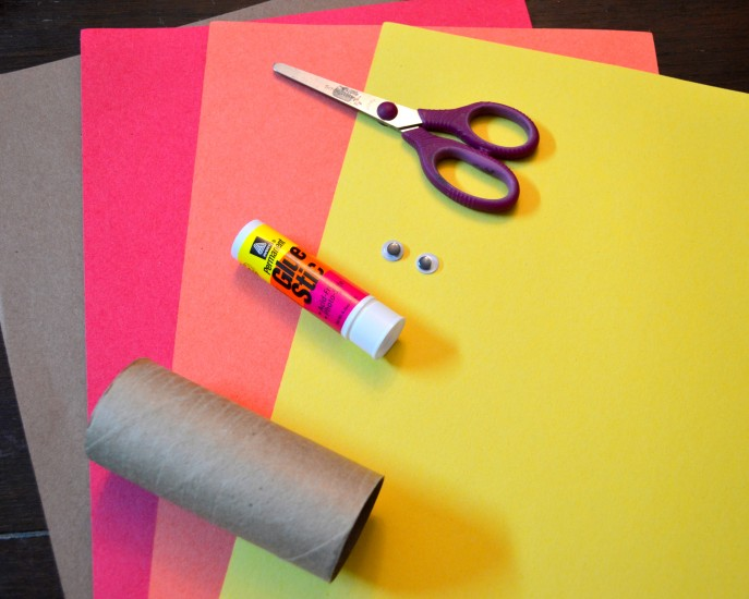 Thankful Turkey Toilet Paper Roll Craft with MommySnippets.com #BringingInnovation [ad] (65)