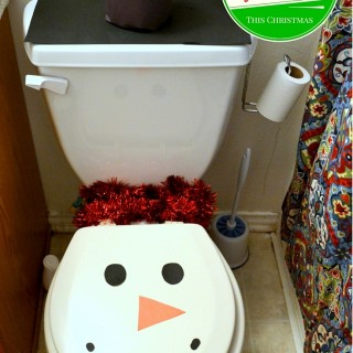 5 easy ways to decorate your bathroom for Christmas - MommySnippets.com #Sponsored #HostingHacks #Cbias (1)