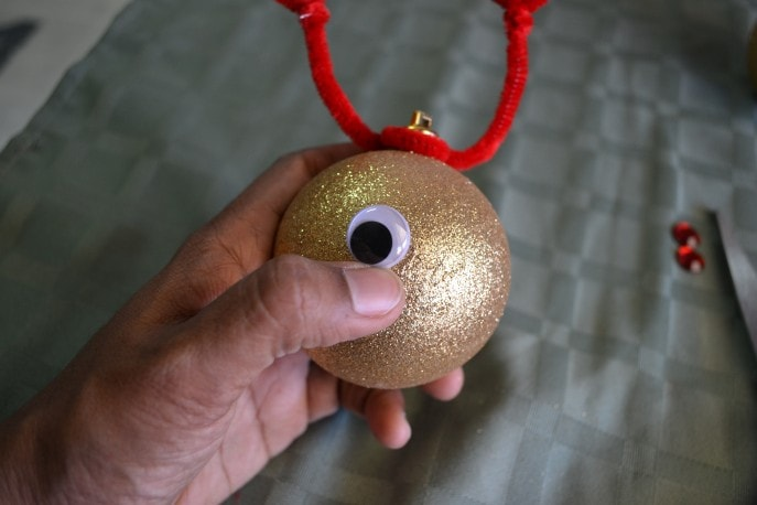 Easy DIY Reindeer Ornaments Your Child Can Make (+ Tutorial) with MommySnippets (8)