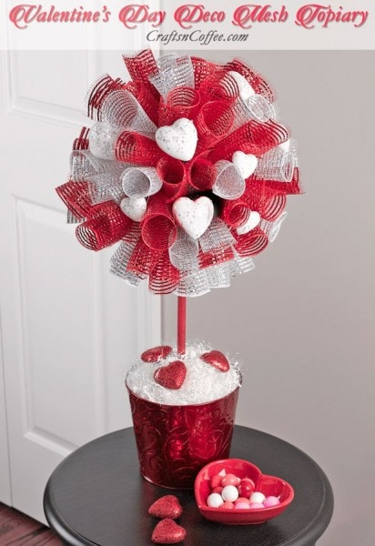 valentines-day-deco-mesh-topiary