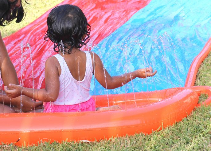 Summer fun with water play in your backyard- MommySnippets (65)