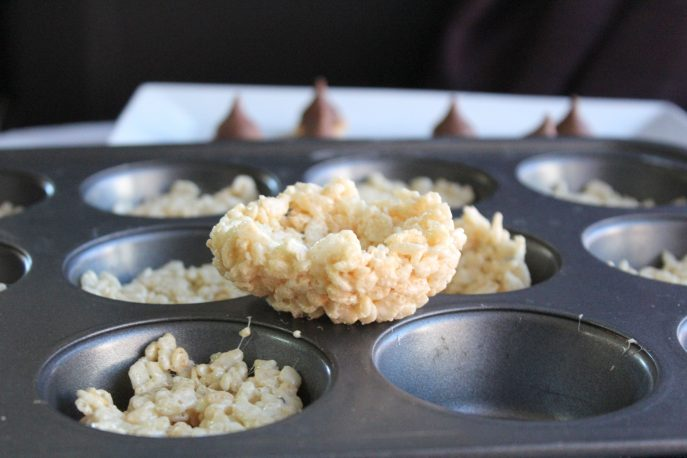 scrats-hidden-acorn-rice-krispies-treats-mommysnippets-com-scratinspace-sponsored-12