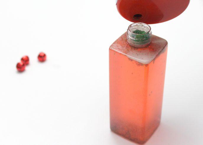 how-to-make-a-festive-calm-down-travel-bottle-for-kids-mommysnippets-com-diydivas-19