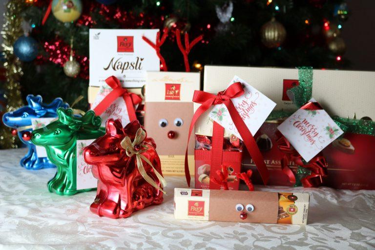 Free Printable Christmas Tags and a fun way to wrap chocolates!