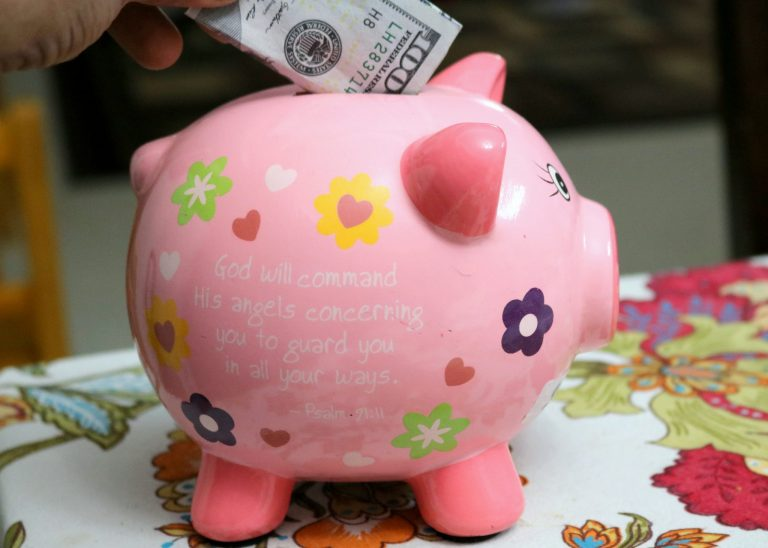 5 smart principles to help a new family stay out of debt