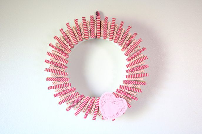How to make a pretty clothespin Valentine's day wreath, in under an hour- MommySnippets