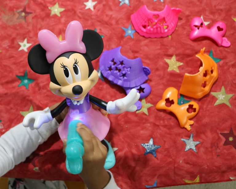 Fun with the Disney Minnie Mouse Stencil N' Style Minnie