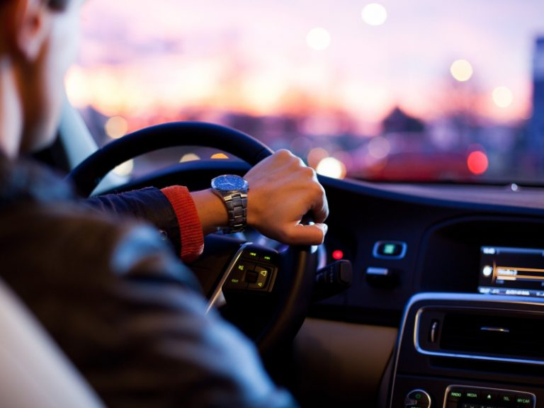 5 Surprising Benefits of Audiobooks on Road Trips