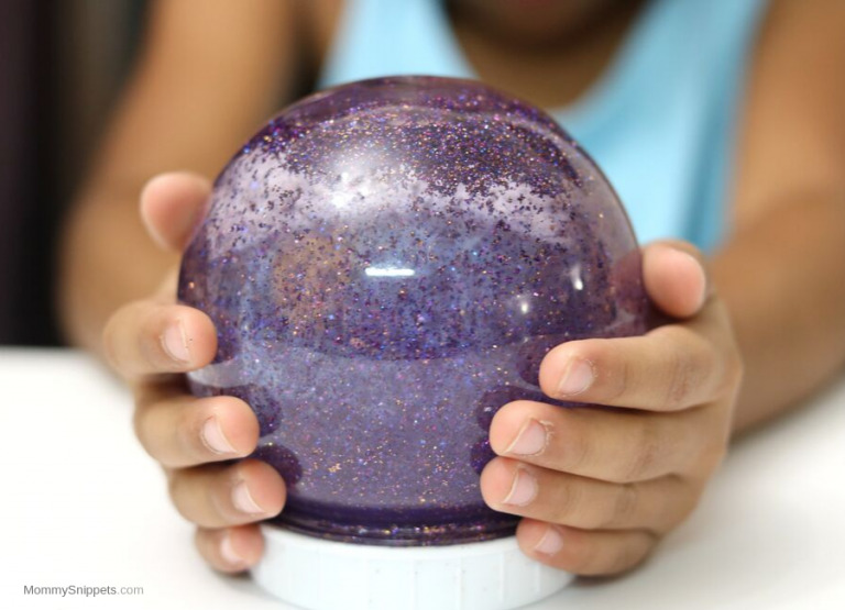 A whole new world with the Aladdin Live-Action movie (A Glitter Globe Craft and more!)