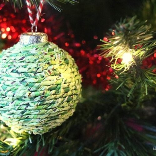 An Easy DIY Twisted Paper Ornament Tutorial- MommySnippets.com