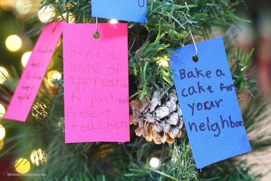 Random Acts of Kindness Christmas Tree.- MommySnippets.com