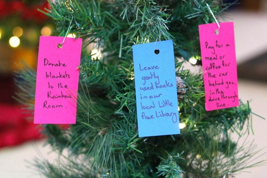 Random Acts of Kindness Christmas Tree.- MommySnippets.com (3)